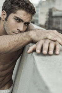Pedro Arnon hot look