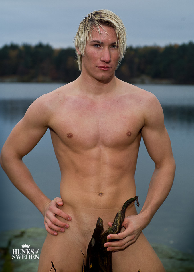 Blond Swedish hunk nude