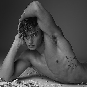 Justin Petzschke model naked
